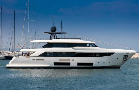 Продажа яхты Custom Line Navetta 33